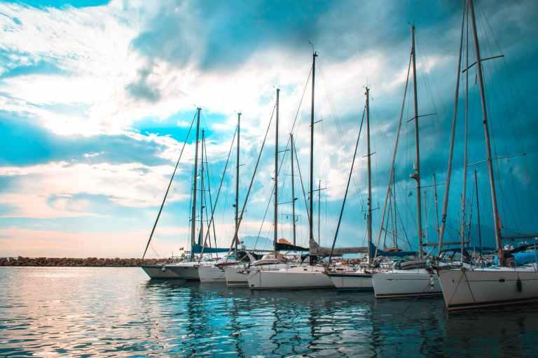 six white boats under horizons
